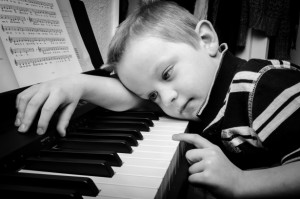 sad-boy-plays-piano-13879939285b6